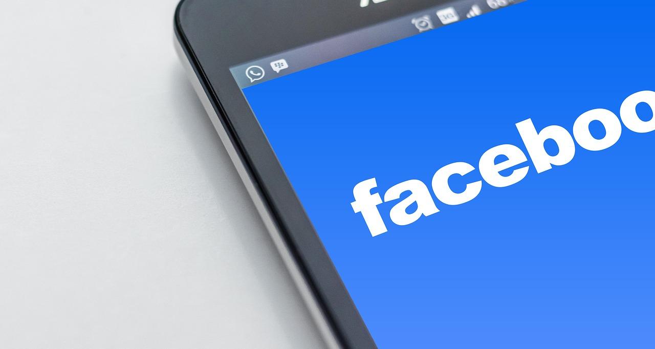 """Facebook a annoncé la suppression des """"infos sur la page"""" pour les pages d'entreprises."""